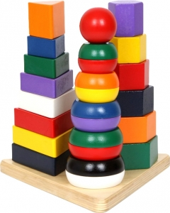 Piramida cu forme din lemn0