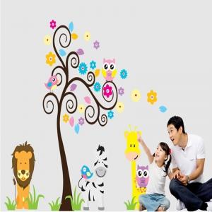 Autocolant decorativ - Copac carliontat si animalute4