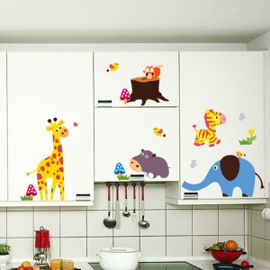 Sticker decorativ - Maimute in copaci, elefant si girafa