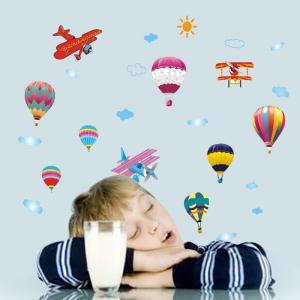 Sticker perete pentru camera copilului - Baloane si avioane