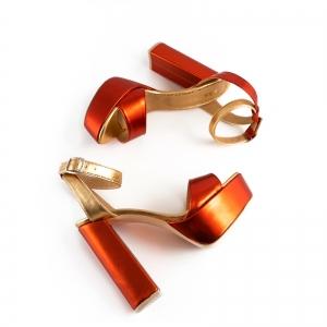 Sandale din piele laminata portocaliu intens si auriu, cu toc gros patrat si platforma2