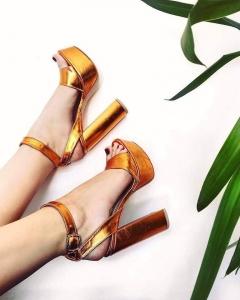Sandale din piele laminata, cu toc gros patrat si platforma.0