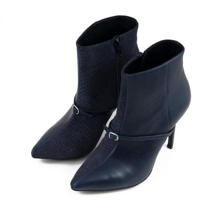 Botine Stiletto din piele intoarsa albastru inchis box si albastru cu aspect tip sarpe, accesorizate cu bareta si catarama peste rist1