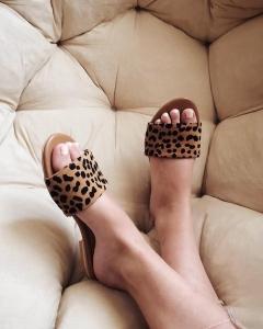 Flip flops din piele naturala cu animal print5