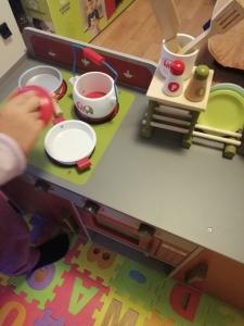 Bucatarie de lemn copii Dubla European Kitchen  cu accesorii20