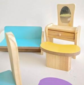 Set Mobilier din lemn pentru papusi dora1