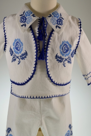 Costum traditional Pintea4