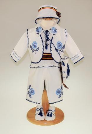 Costum traditional Pintea1