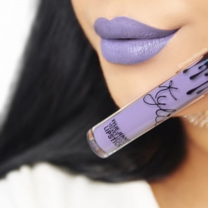 Set Kylie Lip Kit Ruj Lichid Mat + Creion Buze Grape Soda