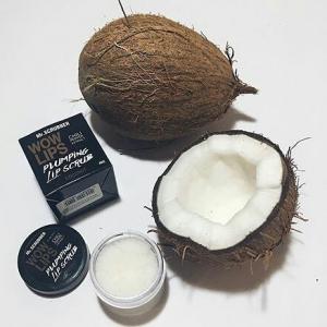 Scrub de buze cu zahăr si aromă de cocos Wow Lips Coconut, 40g