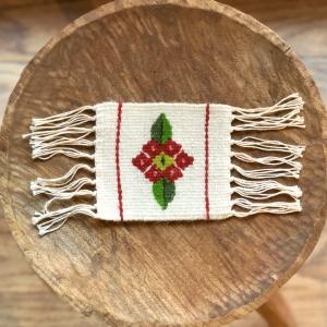 Carpetă 10x10 cm motiv floare roșie cu frunze