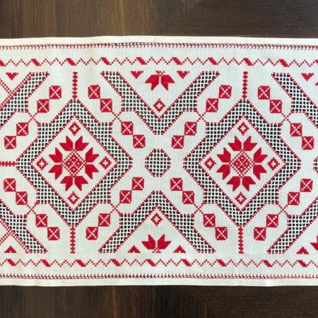 Șervet de masă - 0.5x1.5 m broderie roșie1