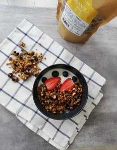 Granola la cuptor fără zahăr cu alune de padure si coacaze negre NativeBox 450g
