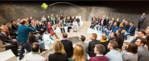 Microfon wireless CatchBox Plus, pentru conferinte de 1000 persoane, culoare verde5