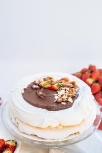 Tort de bezea ciocolata 1.5kg