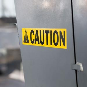 Etichete industriale autocolante, DYMO ID1 vinil, 19mm x 5.5m, negru/galben, 18433 S07184702
