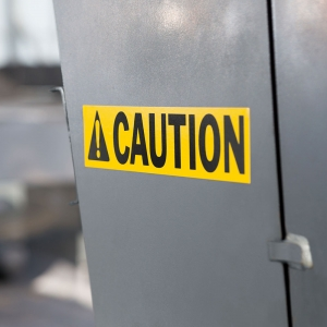Etichete industriale autocolante, DYMO ID1 vinil, 24mm x 5.5m, negru/galben, 18054311