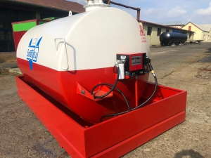 Rezervor suprateran 9000 litri cu pompa Cube 56 - alb-rosu2