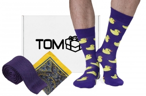 Set TOMbox X TIMMY sosete cu rate, batista galbena, cravata mov