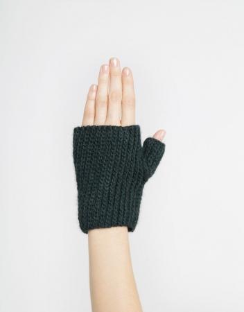 Kit tricotat manusi Full of Love Mittens3