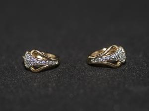 Cercei aurii cu o petala din zirconiu alb