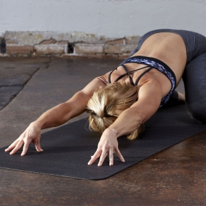 Saltea Yoga Gaiam - 4 mm - Neagra Perforata